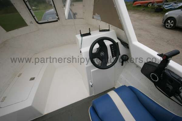 Warrior Boats 150 The helm -