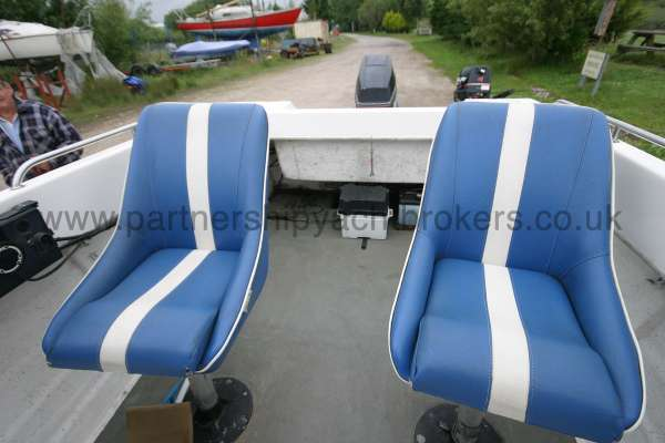 Warrior Boats 150 The seats can swivel -