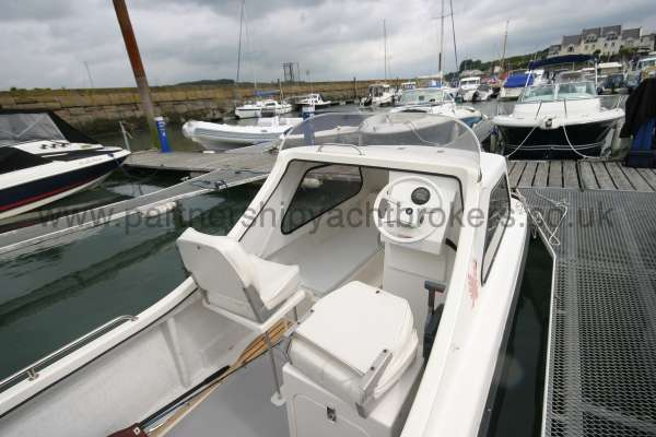 Seahawk Sportsboats 17 Helm seating folds -