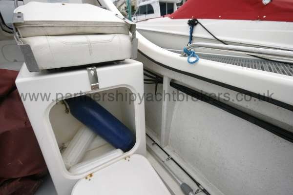 Seahawk Sportsboats 17 Cockpit locker -