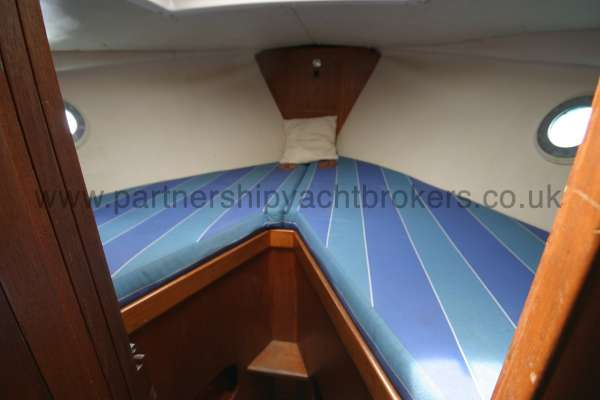 Fisher 25 The fore cabin - Heads compartment to port