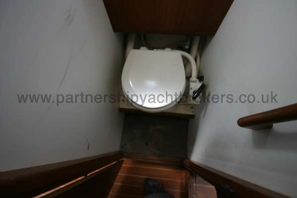 Fisher 25 The heads compartment -
