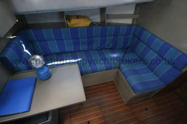 Fisher 25 Saloon view -