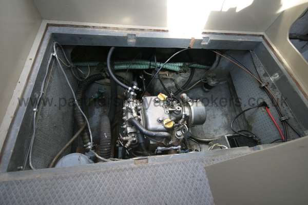 Fisher 25 The engine compartment -