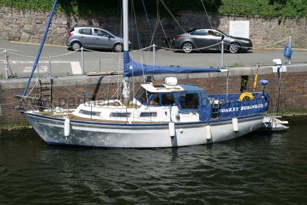 Meridian 31 Alongside her berth -