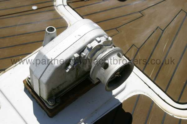 Meridian 31 Anchor wind lass -