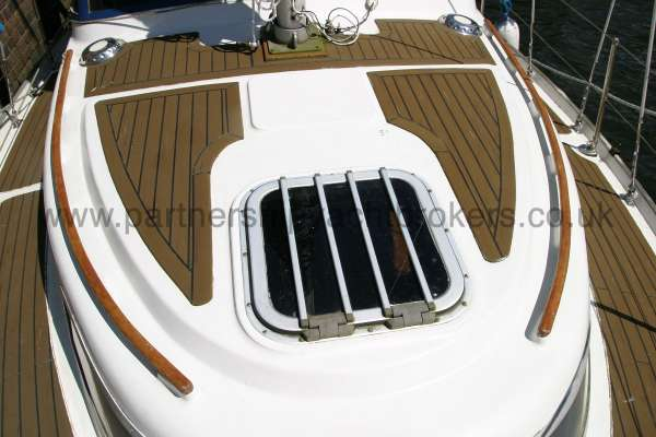 Meridian 31 The fore hatch -