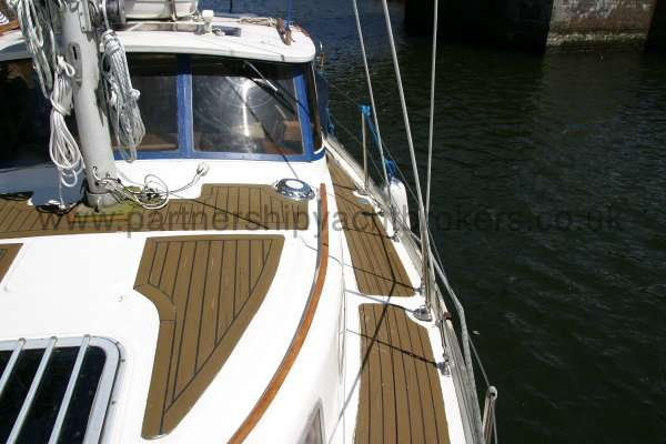 Meridian 31 Port side deck -
