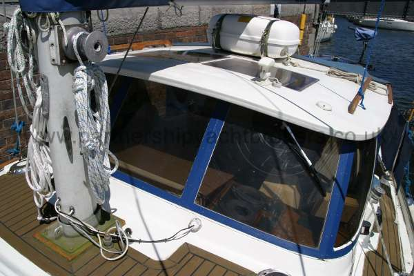 Meridian 31 The wheelhouse - Note the life raft on its cradle