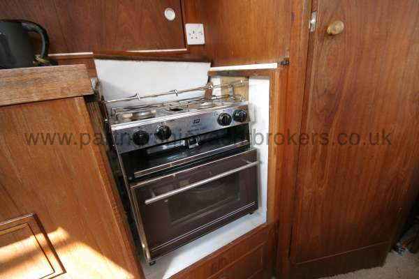 Meridian 31 The galley cooker -