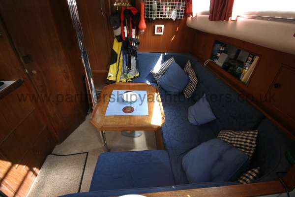 Meridian 31 Saloon view -