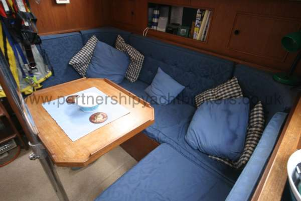 Meridian 31 The saloon table and settees -