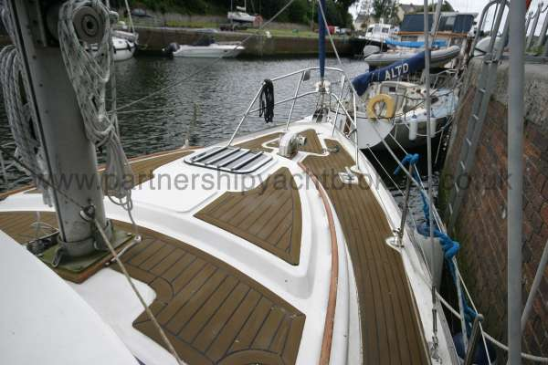 Meridian 31 The fore deck -