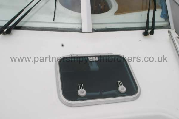 Beneteau Antares 760 The fore hatch -