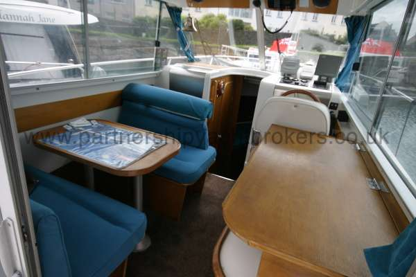 Beneteau Antares 760 The dinette -
