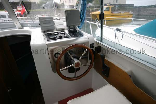 Beneteau Antares 760 The helm -