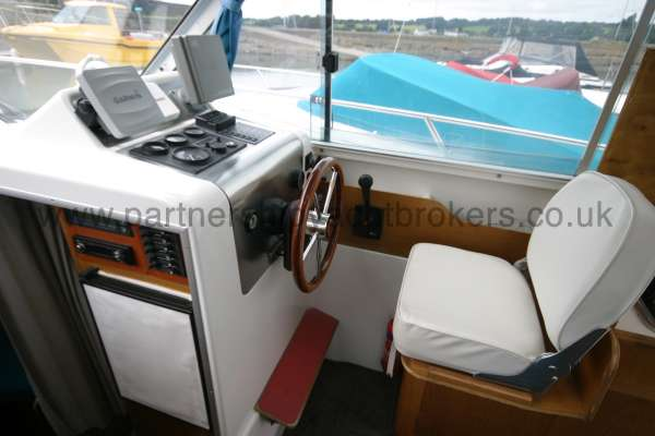 Beneteau Antares 760 The helm position -