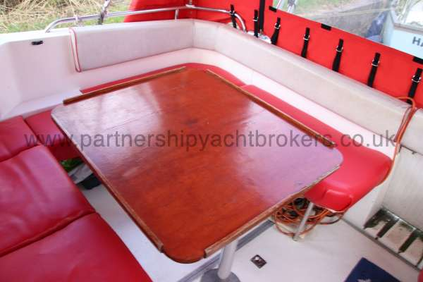 Sealine Ambassador 285 cockpit table -