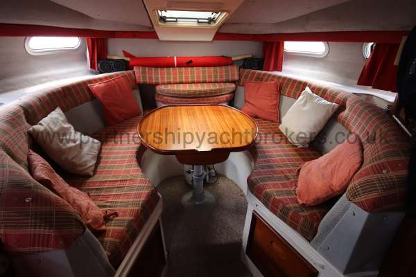 Sealine Ambassador 285 The saloon -