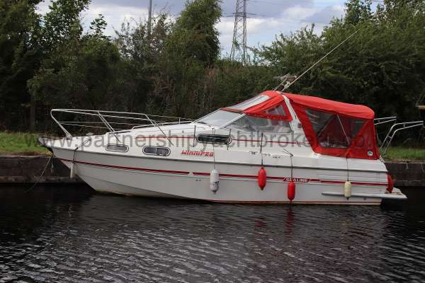 Sealine Ambassador 285 Port side view -