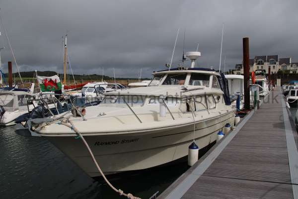 Fjord Sedan 32 Alongside -