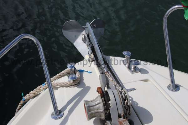Fjord Sedan 32 Anchor and anchor winch -