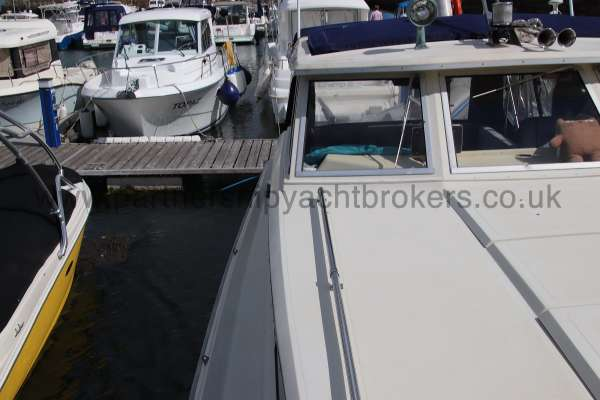 Fjord Sedan 32 The starboard side deck -