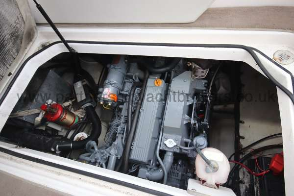 Regal 2665 Commodore The engine compartment -
