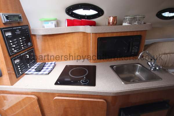 Regal 2665 Commodore The galley -
