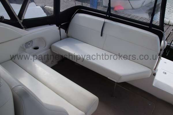 Regal 2665 Commodore Cockpit seating -