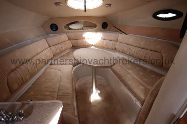 Regal 2665 Commodore The saloon -