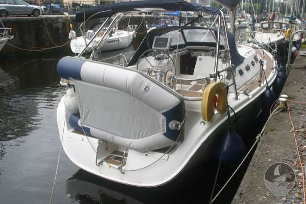 Hunter Legend 38 Stern view -