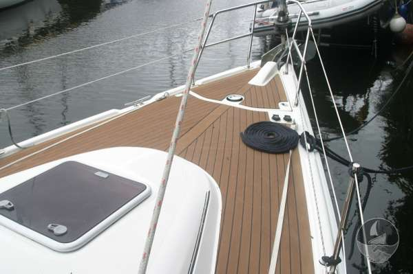 Hunter Legend 38 Deck view -