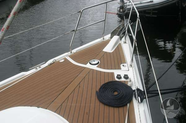 Hunter Legend 38 Fore deck view -