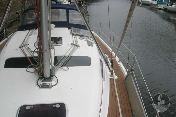 Hunter Legend 38 Port side deck looking aft -