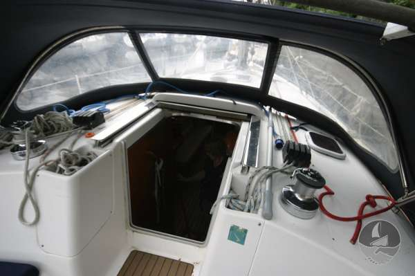 Hunter Legend 38 Main hatch -