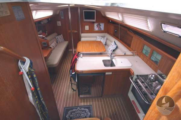 Hunter Legend 38 Seen from main hatch -