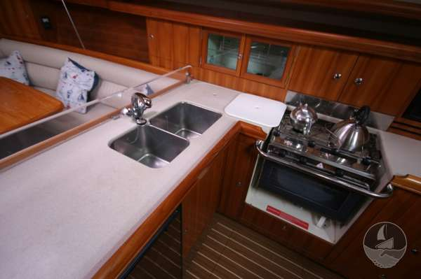Hunter Legend 38 Well equipped galley -