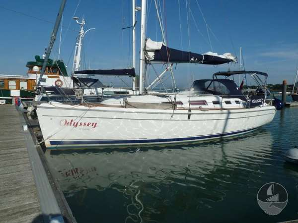 Hunter Legend 38 Alongside -