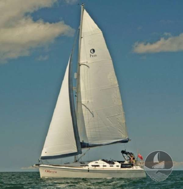 Hunter Legend 38 Under sail -