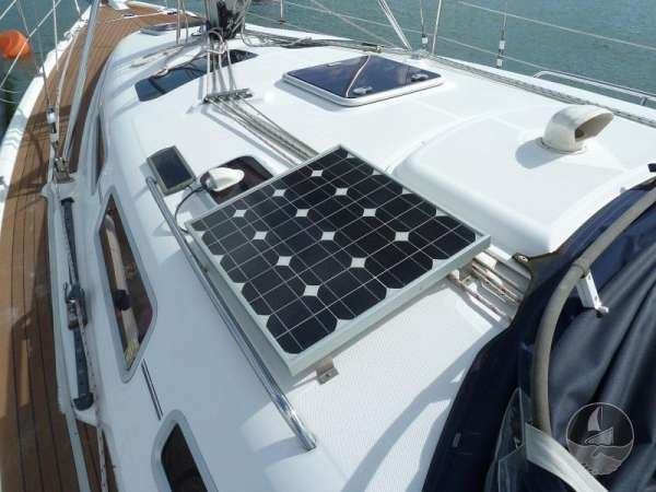 Hunter Legend 38 Solar panel -