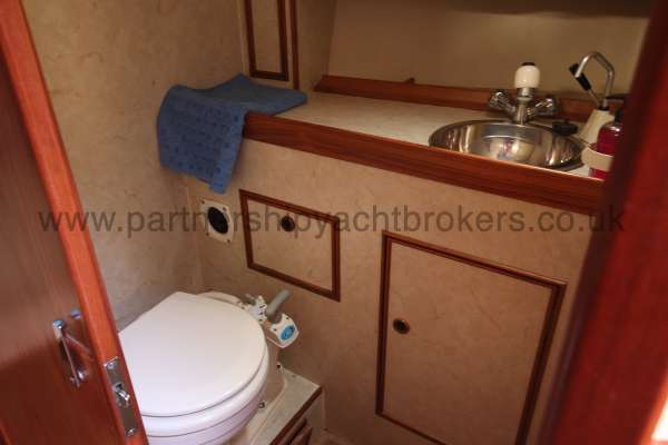 Sovereign 400 Forward heads compartment -