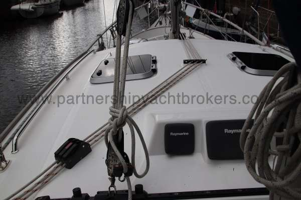 Nauticat 331 Control lines for the main sail - Led aft to the helm
