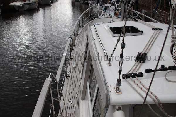 Nauticat 331 The port side deck -
