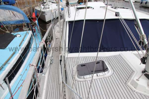 Nauticat 331 The starboard side deck - Looking aft
