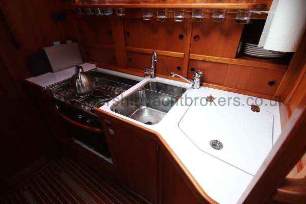 Nauticat 331 The galley -
