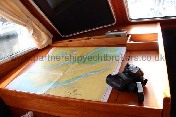 Nauticat 331 The chart table - Located to port