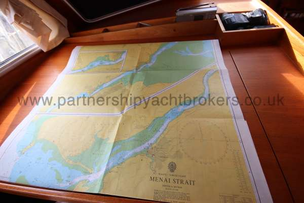 Nauticat 331 The chart table -