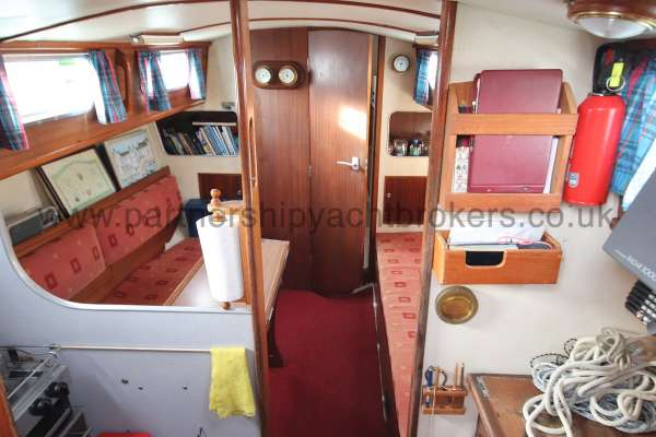 Seadog 30 Saloon view - Spacious and bright