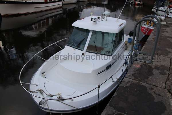 Beneteau Antares 620 with trailer for sale